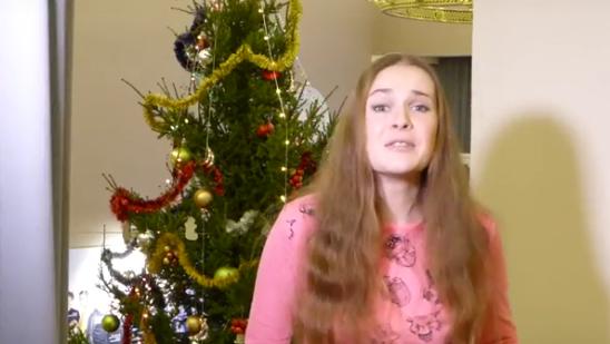 Артистка Дарья Фомина поздравляет зрителей с Новым годом