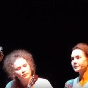 Наталья Рассиева исполняет песню БОЛЬНА на дне театра-27 марта 2016 года
